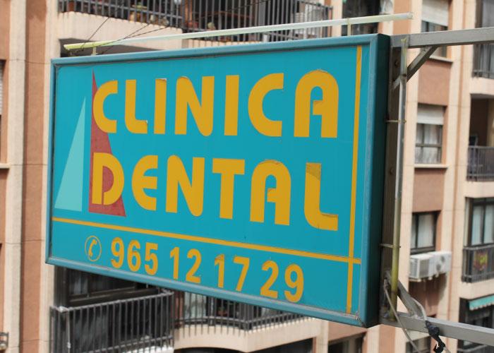 Uc clinica dental historia cartel fachada